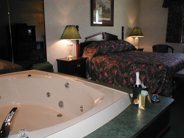 whirlpool guest room at rustic manor, st germain wi